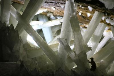 Científicos miden el crecimiento de unos cristales de yeso